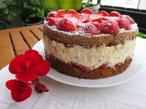 Erdbeer-Stracciatella Torte
