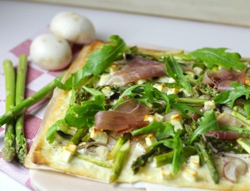 Flammkuchen mit Spargel und Parmaschinken